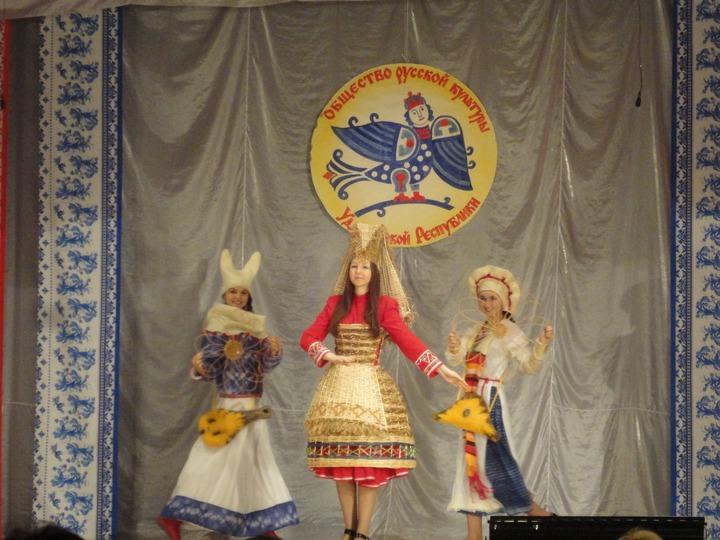 Жители Удмуртии щегольнули русскими национальными костюмами