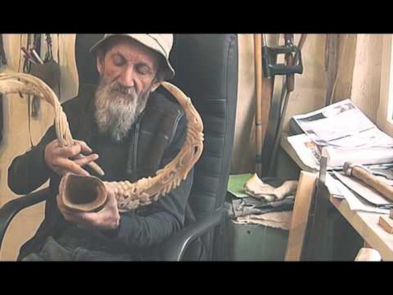 Мастер резьбы по рогу из Нальчика