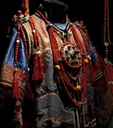 Церемониальную одежду айнов покажут на выставке в Петербурге