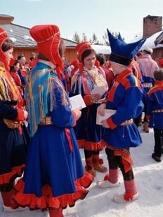 В Мурманской области подняли саамские флаги