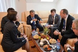 Татарским активистам Санкт-Петербурга вручил награды президент Татарстана