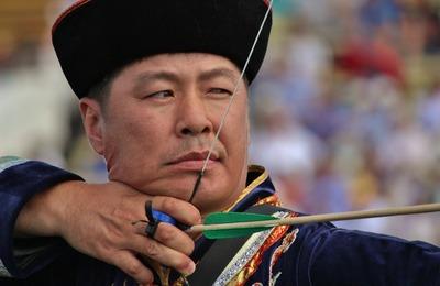 Лучшие баторы, мэргэны и наездники посоревнуются на Сурхарбаане в Улан-Удэ