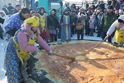 Жители Тюменской области впервые за восемь лет смогли перевернуть трехметровый блин