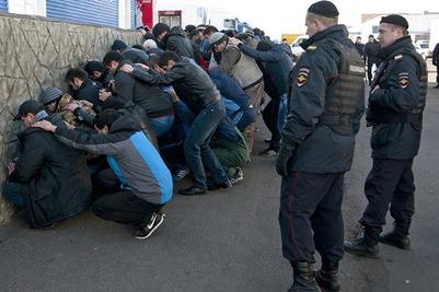 За три дня полицейские Москвы задержали 20 тысяч мигрантов
