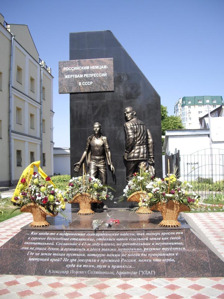 В Энгельсе почтили память жертв депортации российских немцев