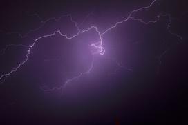 На Ямале два оленевода пострадали от удара молнии
