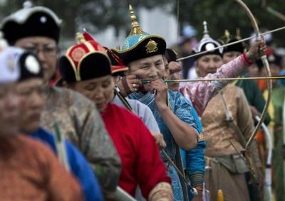 За вклад в развитие этноспорта наградили Хамбо ламу Аюшеева