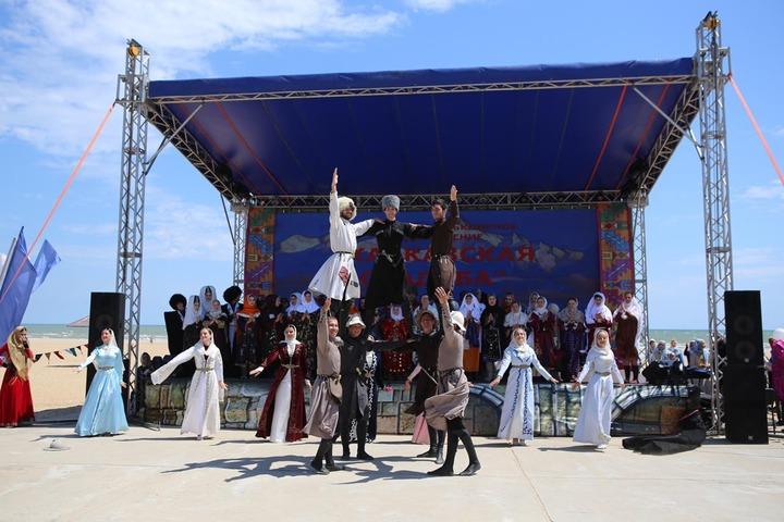 На фестиваль в Дагестане приехали артисты и мастера ремесел со всего Кавказа