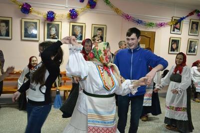 """Учащиеся кудымкарского лицея развлеклись с """"Веселыми бабульками"""""""