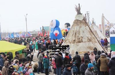 День народов Севера в Новом Уренгое отметили с эчпочмаками и шашлыком из оленины