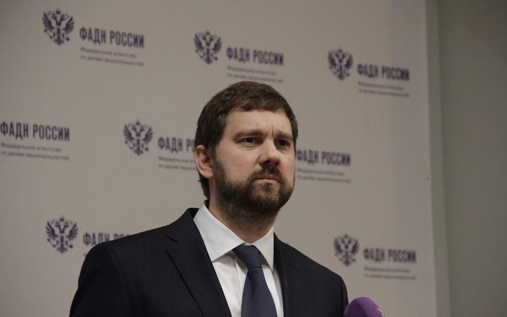 Баринов предложил преподавать в начальной школе на двух языках