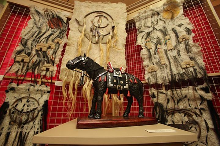 В Иркутске открылась выставка усть-ордынских художников