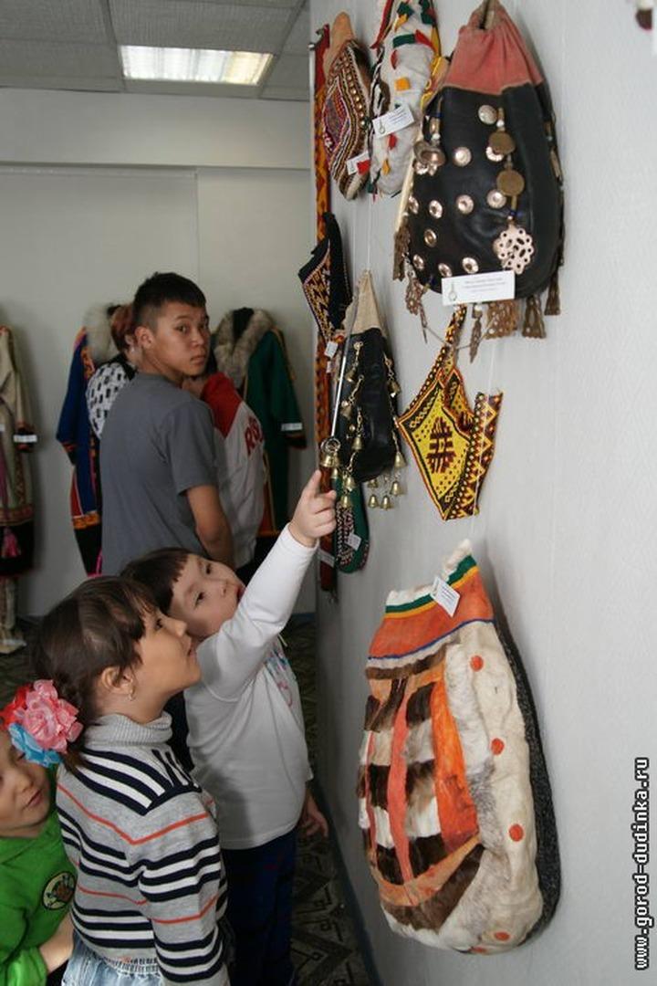 В Дудинке вспомнили орнаменты ненецких предков и показали их горожанам