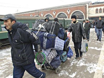 Трудовых мигрантов заставят платить налоги