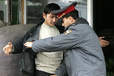 В Югре уволят избивших мигранта полицейских