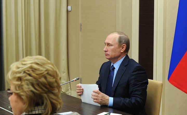 Путин призвал Совбез пресекать попытки втянуть нелегалов в криминал