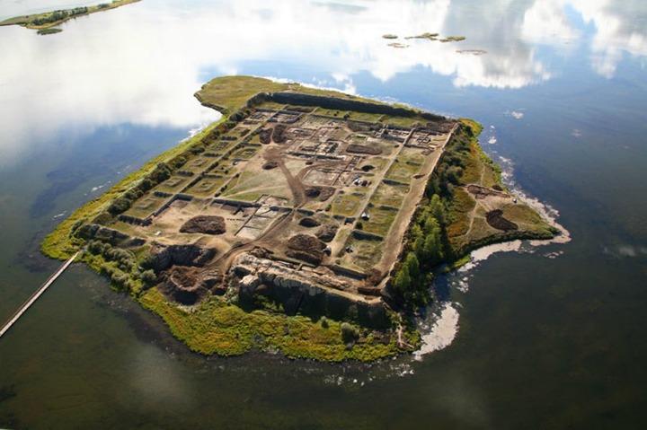 Ученые выяснили точный возраст древней уйгурской крепости в Туве