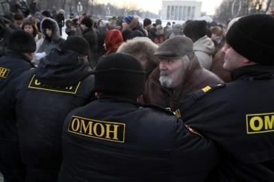 В Петербурге участники несанкционированного шествия потребовали расследовать убийство водителя