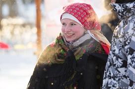 """Прясть и танцевать традиционную пляску научили гостей """"Зимних святок"""" в Тамбовской области"""