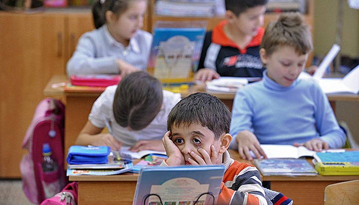 Дети мигрантов будут учиться по специальным учебникам