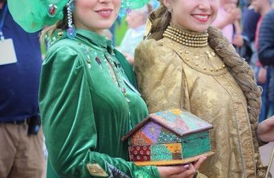 Хороводы народов мира представили на этнофестивале в Томске