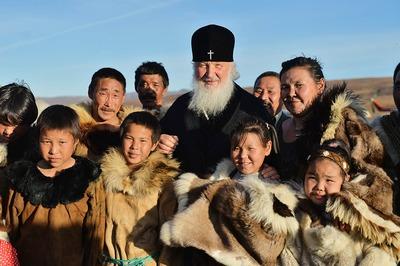 Патриарх Кирилл передал вездеход для проповеди среди оленеводов