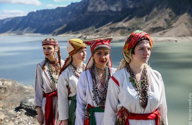 Фолк через океан: российская группа OYME и американский музыкант Серж Булат выпустили трек на основе мокшанской народной песни