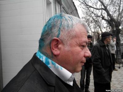 Членов Комитета по защите прав крымских татар облили зеленкой