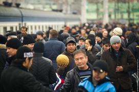 """ФМС разрешила въехать в Россию 11 тысячам киргизских мигрантов из """"черного списка"""""""
