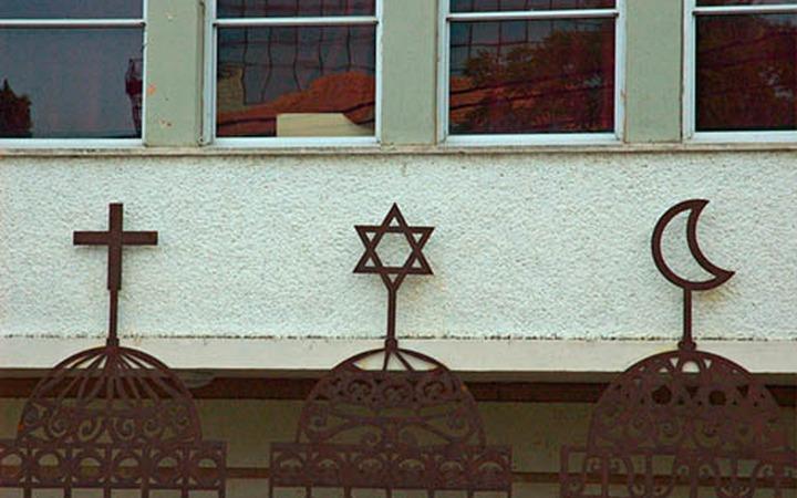 Свято место займут мечети и храмы