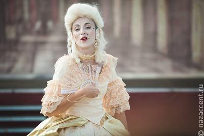 Старинным немецким танцам научат участников Большого Екатерининского бала в Москве