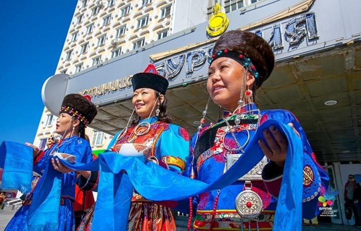 """В Бурятии открылся фестиваль национальных театров  """"Алтан Сэргэ"""""""