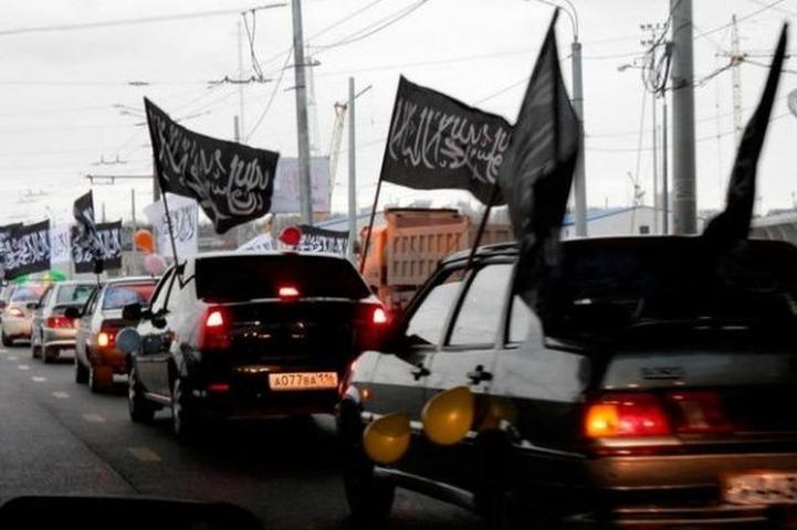 В Казани полиция остановила автопробег под мусульманскими флагами