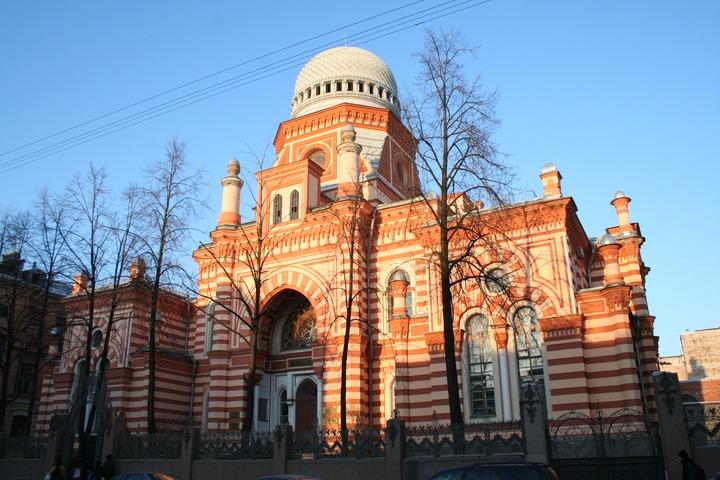 Еврейская община поможет упавшему с крыши синагоги таджику