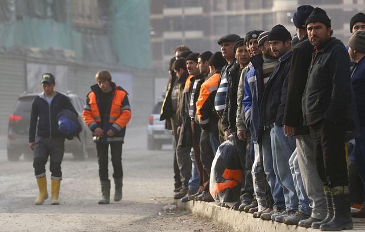 Более ста тысяч таджикских мигрантов-нарушителей снова могут вернуться в Россию