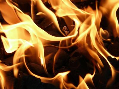 В Якутии загорелось нефтехранилище рядом с национальным селом