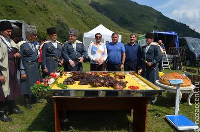 В Кабардино-Балкарии приготовили самый большой в мире хычин и стокилограммовую халву
