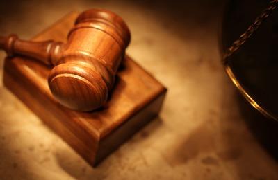 Жителя Магнитогорска осудили за экстремистскую наклейку в туалете