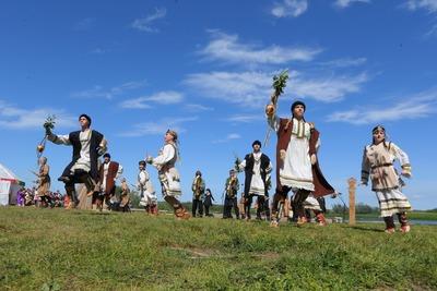 Селькупов, алтайцев и бурят познакомили на берегу Оськина озера