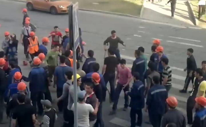По подозрению в массовой драке в Москве задержали 450 мигрантов