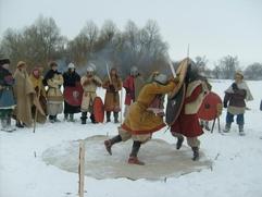 Победитель фестиваля древнерусской истории и культуры получил в награду меч