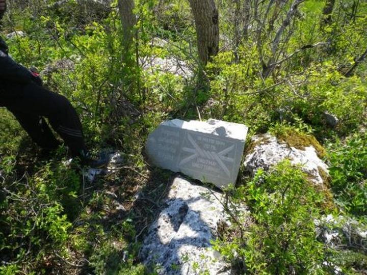 В Крыму разгромили памятник депортированным крымским татарам
