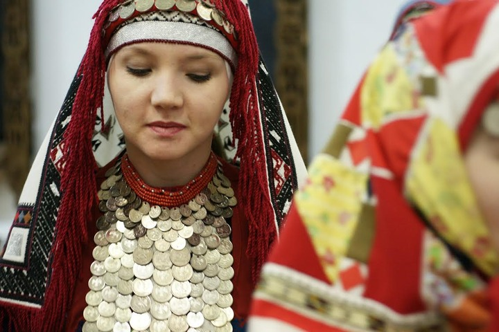 """В Ижевске открылась выставка """"Жизнь начинается со свадьбы"""""""