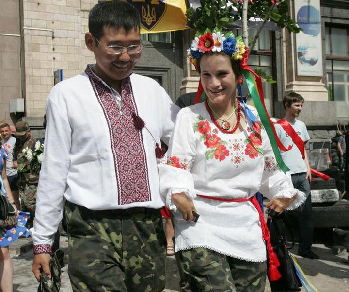 СМИ: Свадьба якута и украинки на майдане была пиар-акцией