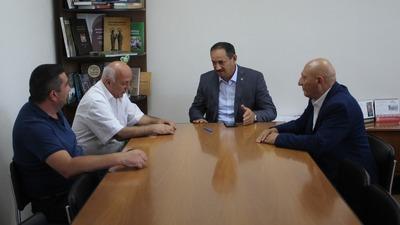 Глава госкомнаца Крыма провел совещание с руководителями армянской и азербайджанской общин