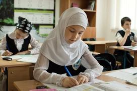Тамбовскую школьницу не пустили на занятия из-за платка на голове