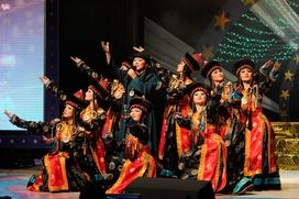 """Артисты бурятского театра """"Байкал"""" собрали деньги для хакасских погорельцев"""