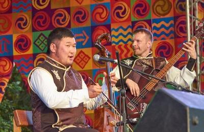 На фестивале в Улан-Уде этногруппа исполнила фольклорную музыку двух культур