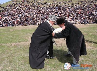 В Казани стартует турнир по таджикской борьбе гуштингири