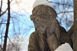 Нелегальным мигрантам запретили работать на московских кладбищах
